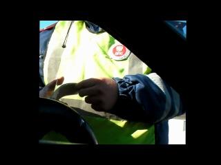 Изобретено устройство против беспредела гаишников: надежно удерживает права на цепочке