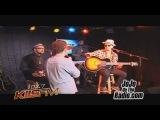 Бруно исполняет «The Lazy Song» на радиостанции «102.7 Kiis FM»