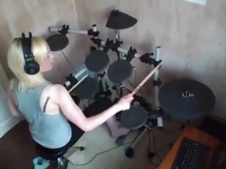 Девушка барабанщица