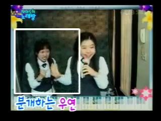 Как Корейцы поют в караоке)))