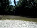 по реке с визгами и брызгами