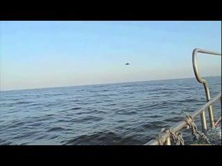 НЛО уходит от погони под воду