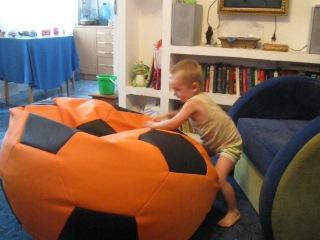 Бескаркасная мебель. Кресло-мяч.
