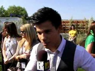 New Moon Star Taylor Lautner Wont Ride His Award  Video  MTV TT.