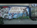 Креативное предложение руки и сердца в виде граффити