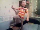 Алешке 5 лет, готовится к 23 февраля в садике))