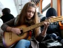 Девушка офигенно поет на французком в автобусе