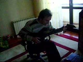 И такое бывает)))))))))))))) Не совсем в адеквате, на расстроенной гитаре,под 4 аккорда, но смысл ясен))))))))