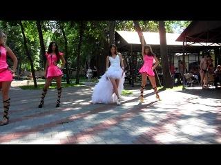 Свадебный танец невесты и её подружек!