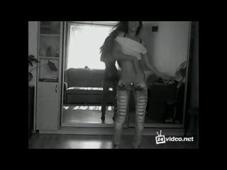 Девушка класно танцует!!!