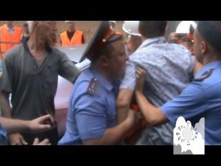 Без комментариев - 27.07.2011, Б. Козихинский переулок 25, попытка завести блоки