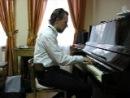 """Преподаватель саксофона в музыкальной школе """"Виртуозы"""", Шиханов Дмитрий, оказывается ещё и виртуозный пианист!"""