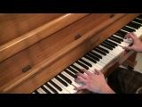 парень играет на пианино мелодию песни леди гага алехандро