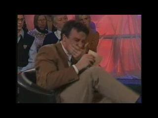 Ведущего пробило на истерический смех (ржач)