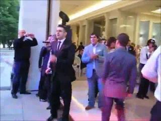 Медведев танцует под песню 'такого как Путин'