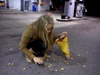 Пьяная девка из Таллина- ГОНИТ!!!