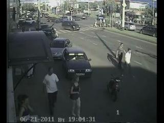 Авария Скорой помощи в Краснодаре! 22\06\2011 год. (камера видео наблюдения 1)