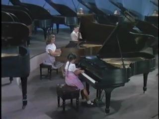 ансамбль из 18 роялей. Хосе Итурби в фильме