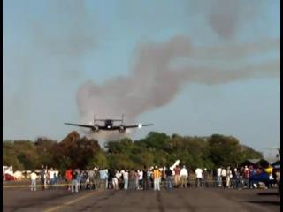 Низкий проход самолета Beech 18 (Matt Younkin)