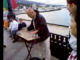 Тимофей Винковский игра на бокалах в Ялте