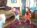 И всё-таки инет влияет на наших детей!!! ))) (мой справа)