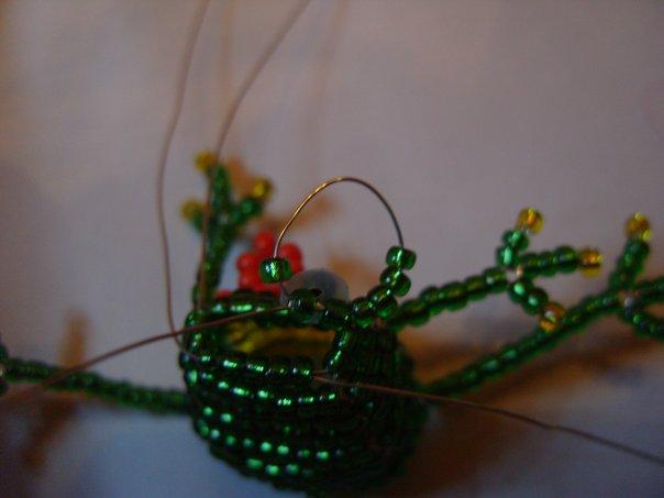 объемная лягушка из бисера схема.