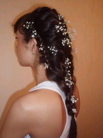 Для невесты очень подойдет такая красивая косичка!