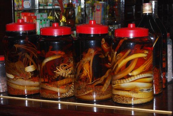 Как мужик привез то ли из Вьетнама, то ли из Тайланда водку с заспиртованной змеей.