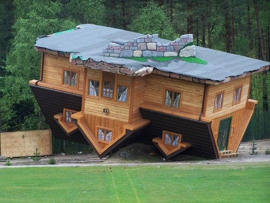 Перевернений будинок у польщі