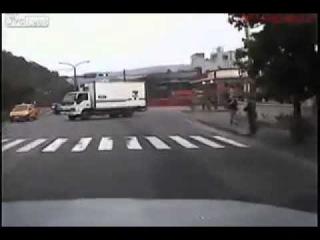Жуткая авария со скутером