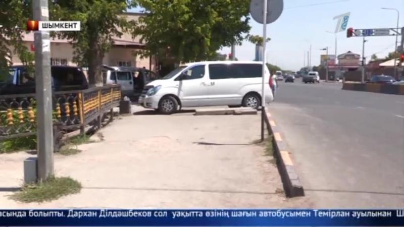 Шымкентте жүргізушісі полиция қызметкерлерінен таяқ жеп қалды