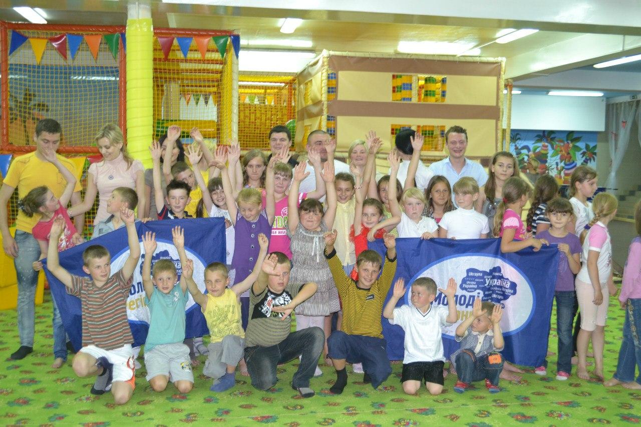 «Молоді регіони Львівщини» подарували діткам «Веселку»