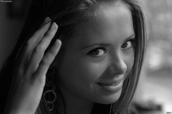 Выбираем фото самой красивой девушки маяконкурс Delfi.