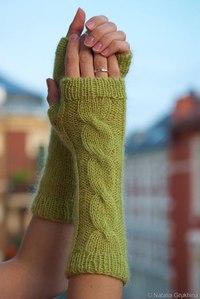 Митенки, модели. картинки из инета. источник.  Митенки - это вид перчаток.  Они вяжутся без пальцев, на руках...