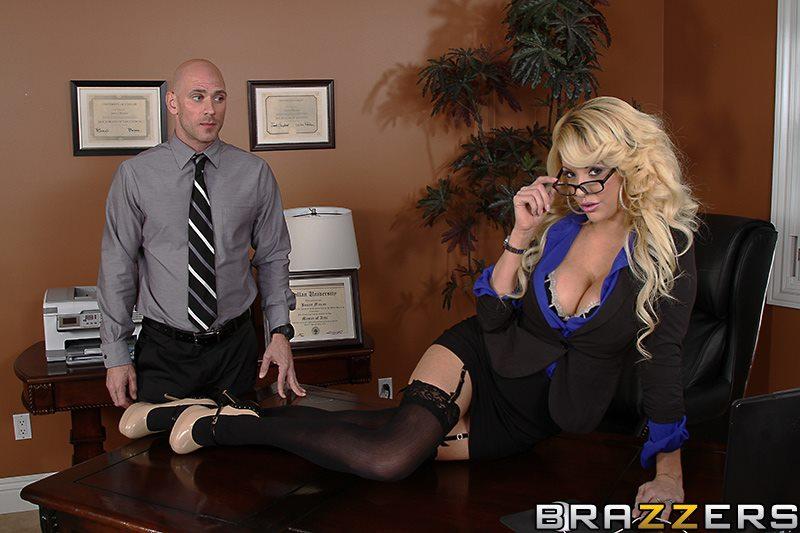 Лысый с секретаршей блондинкой