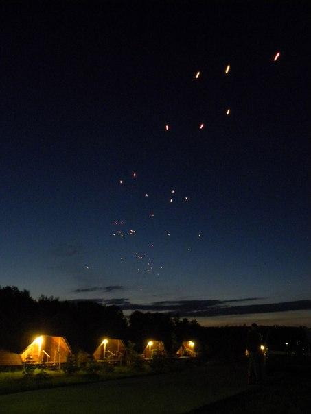 Массовый запуск летающих фонарей