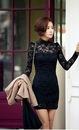 Облегающее гипюровое платье.