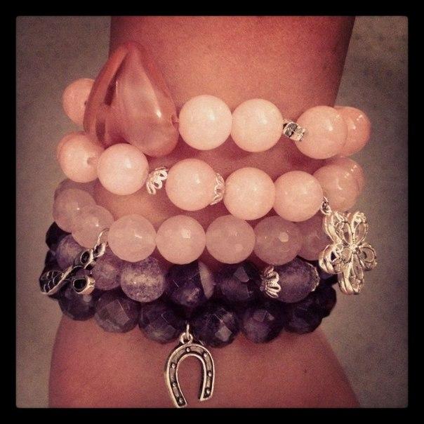 Розовые браслеты