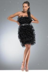 Как правильно носить маленькое черное платье. http...
