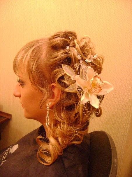 Весільні зачіски та сукні