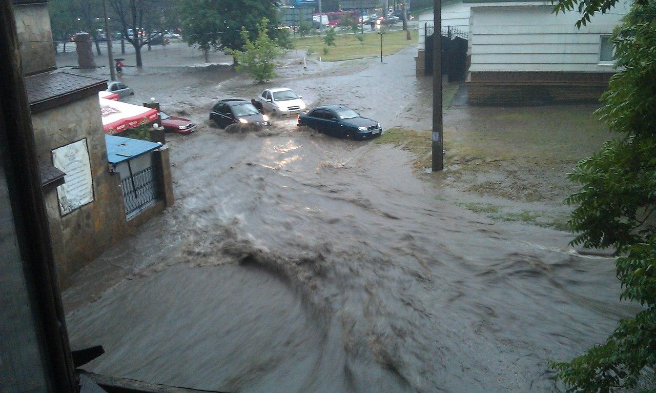 Дождь и разгул стихии в Донецке