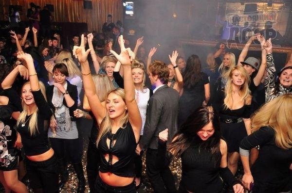 Конкурсы для парней и девушек в клубе