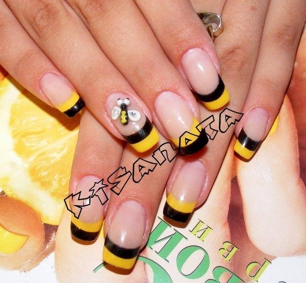 Пчёлка на ногтях