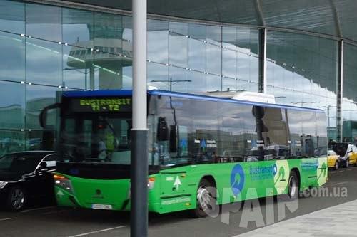 автобус между терминалами Т1 и Т2 аэропорта Барселоны.