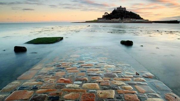 Дорога, ведущая к замку на горе св. Михаила, Англия