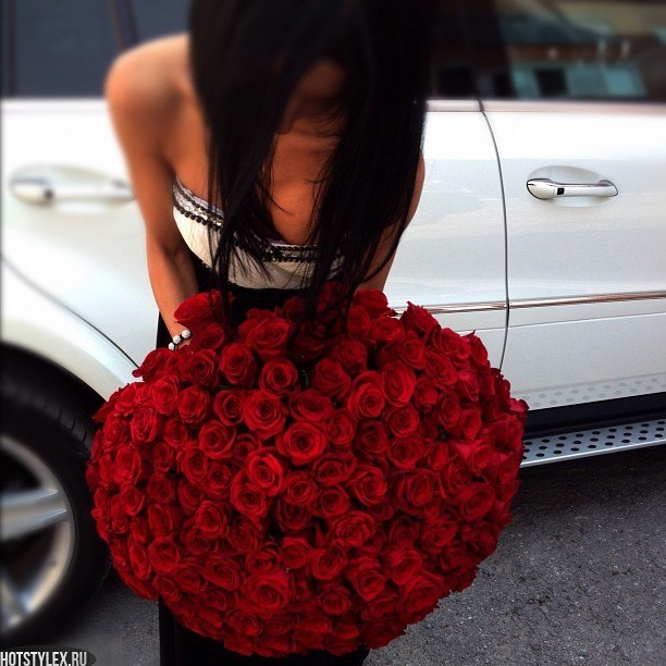 Картинки девушка с букетом цветов