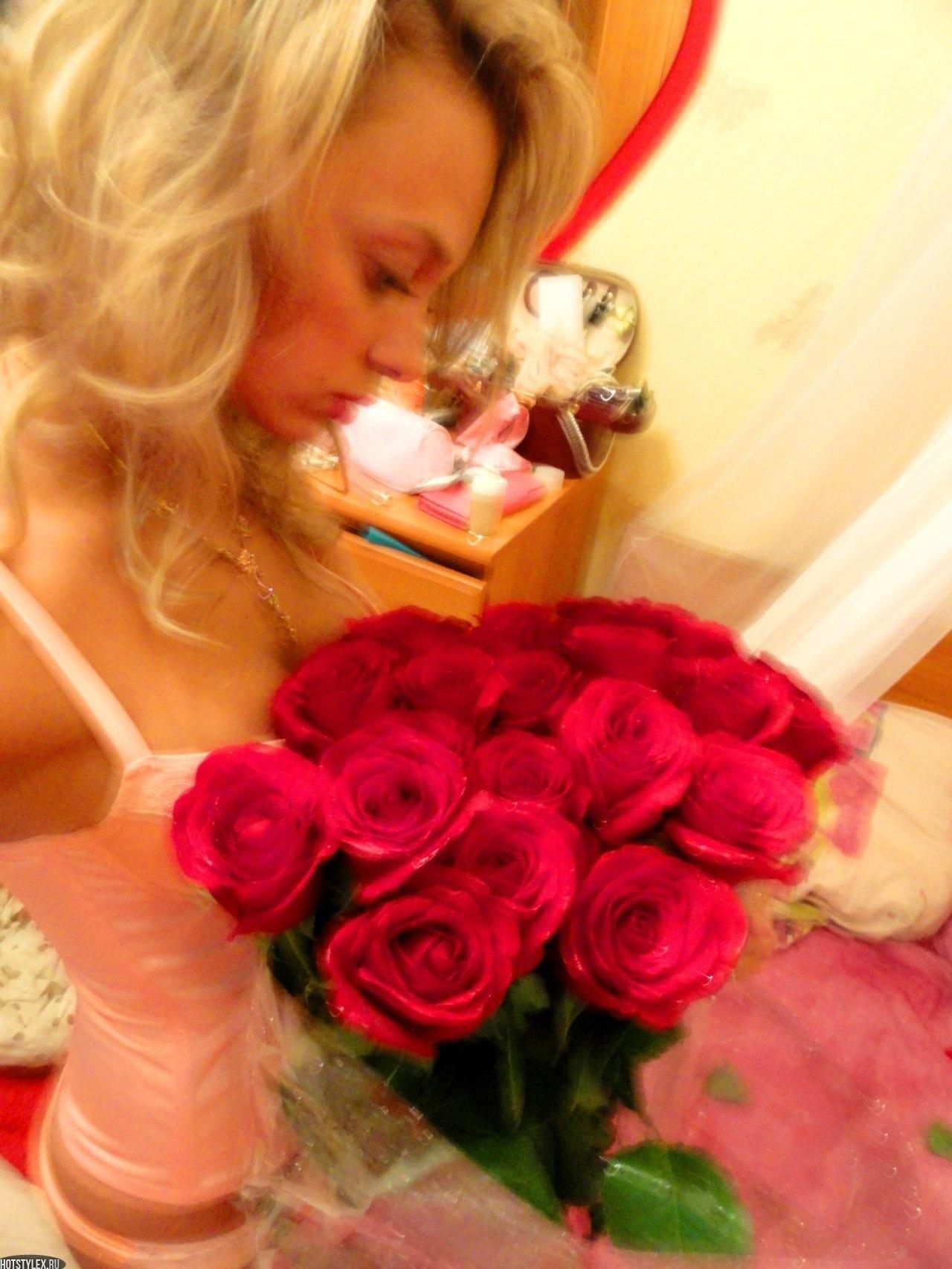 картинки девушка с букетом цветов: hotstylex.ru/stilnye-foto/stilnye-krasivye-devushki/1829-krasivye...