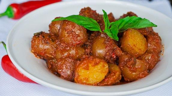 Картошка в остром красном соусе