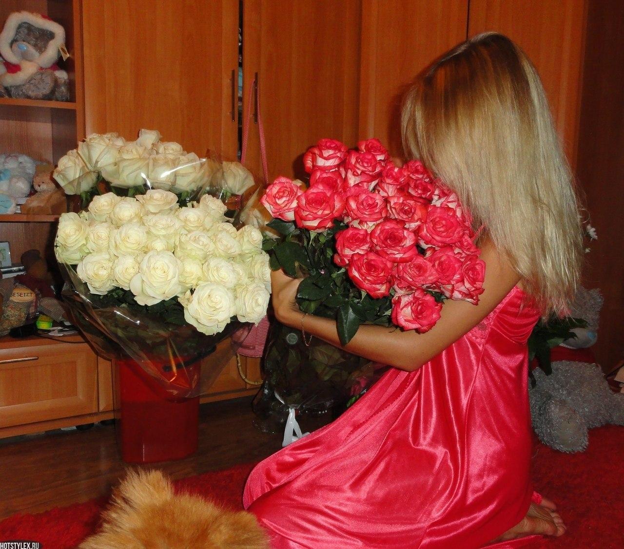 Фото девушек русых с букетами