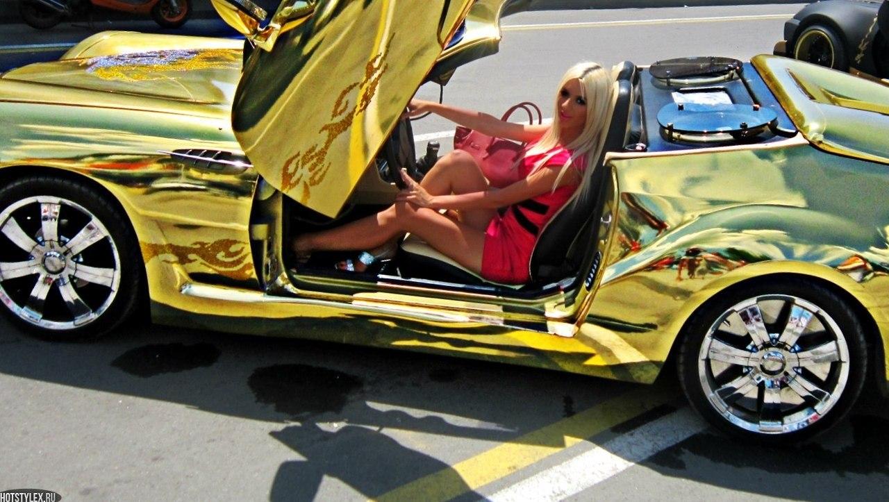 Фото девушки возле автомобиля 20 фотография